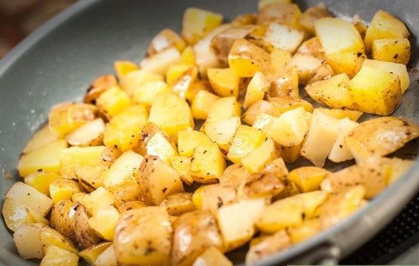 Recette de Pommes de Terre Sautées à l'ail et au Thym